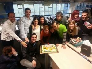 Soplando la tarta del 3er Aniversario de Euskadi Directo